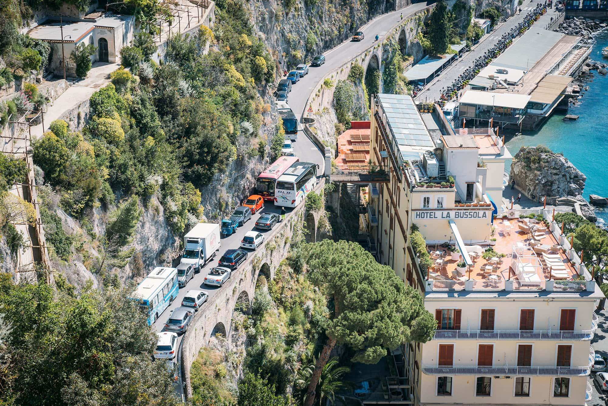 Conduciendo por la costa de Amalfi