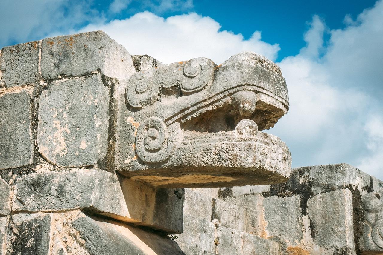 chichen-itza-serpent-head-1 ▷ Las ruinas de Chichén Itzá: la maravilla del mundo en México