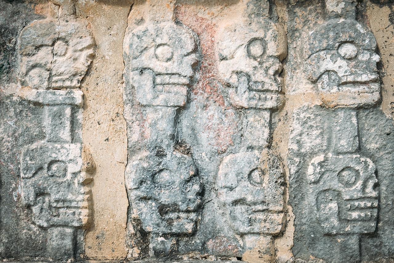 chichen-itza-tzompantli-skulls ▷ Las ruinas de Chichén Itzá: la maravilla del mundo en México
