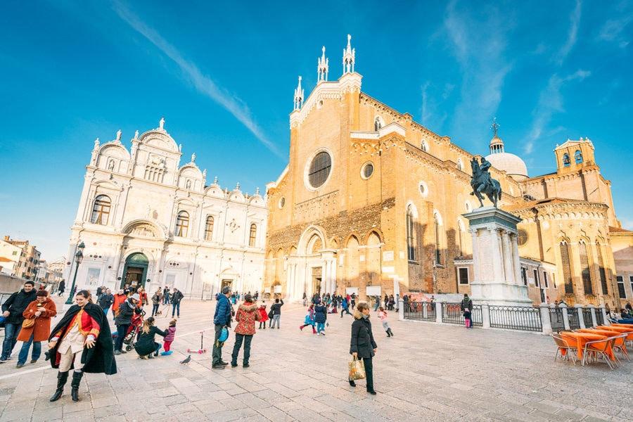 venice-basilica-saints-john-paul-900x600 ▷ 30 mejores cosas que hacer en Venecia (la hermosa ciudad flotante de Italia)