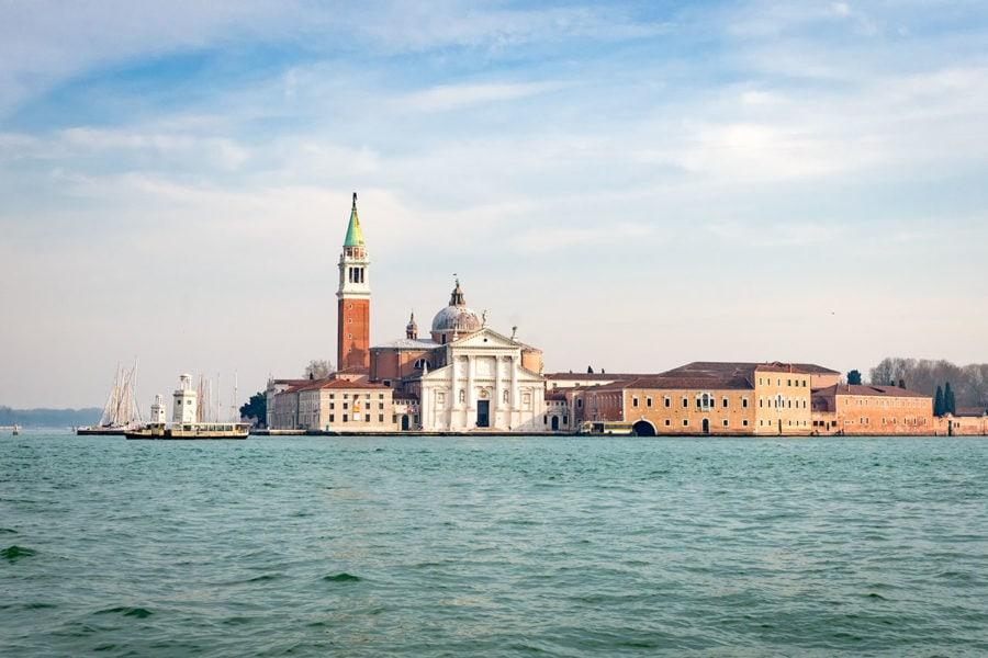 venice-giorgio-maggiore-tower-900x600 ▷ 30 mejores cosas que hacer en Venecia (la hermosa ciudad flotante de Italia)