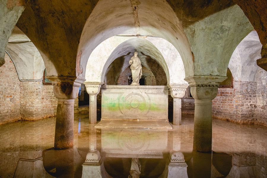 venice-san-zaccaria-crypt-900x600 ▷ 30 mejores cosas que hacer en Venecia (la hermosa ciudad flotante de Italia)