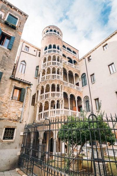 venice-scala-contarini-palace-400x600 ▷ 30 mejores cosas que hacer en Venecia (la hermosa ciudad flotante de Italia)